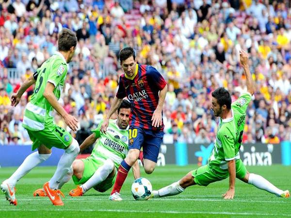 Kỹ thuật bóng đá của Messi đỉnh cao ít người để ý đến